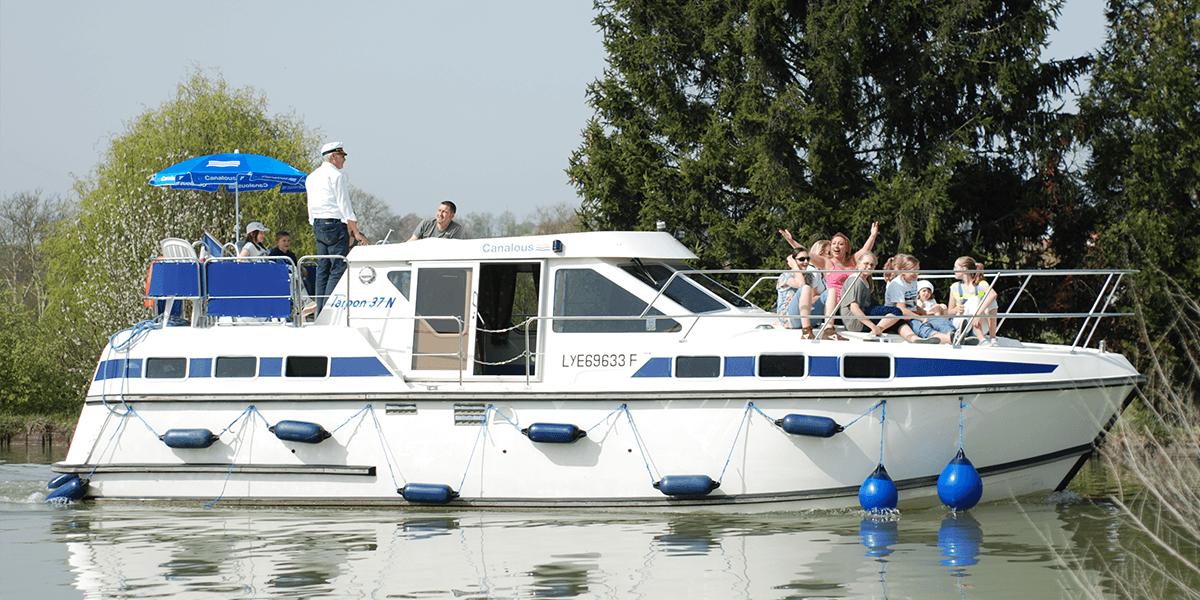 vacances fluviales location de bateau sans permis en france et en europe. Black Bedroom Furniture Sets. Home Design Ideas